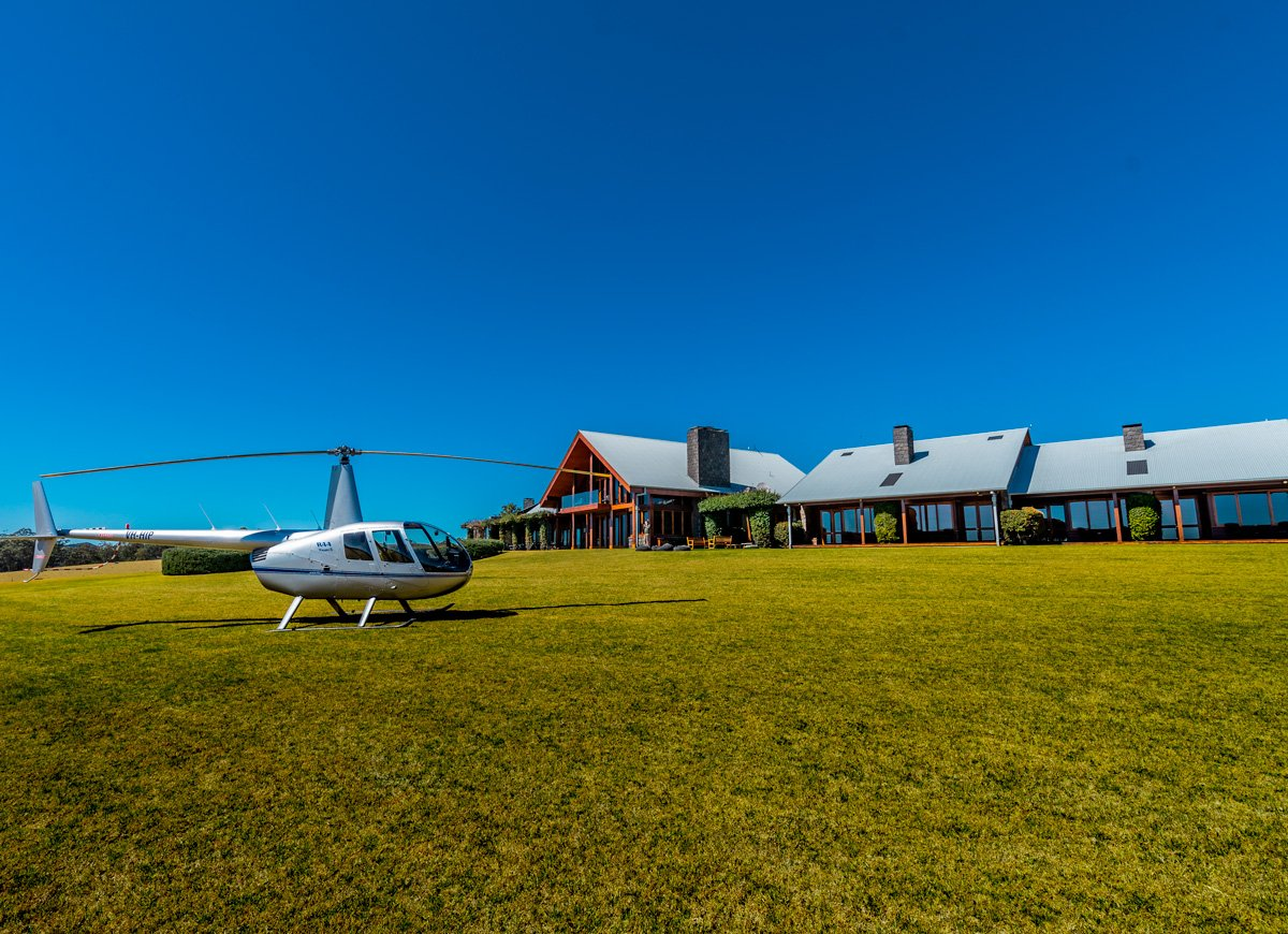 Spicers Peak Lodge - Helicopter foreground